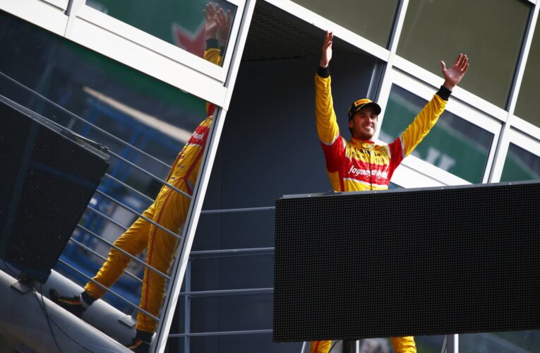 Giovinazzi wins chaotic Monza Feature Race