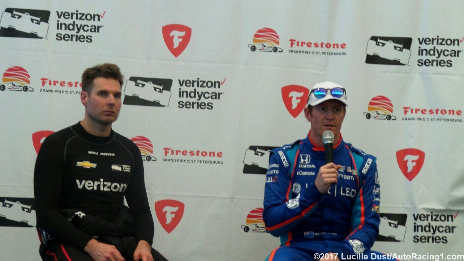 Will Power (Chevy) and Scott Dixon (Honda)