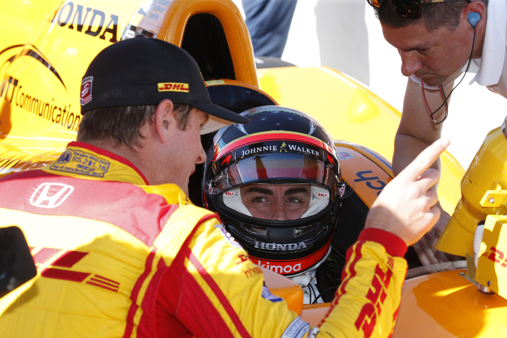 Ryan Hunter-Reay coaches Alonso at Indy last year