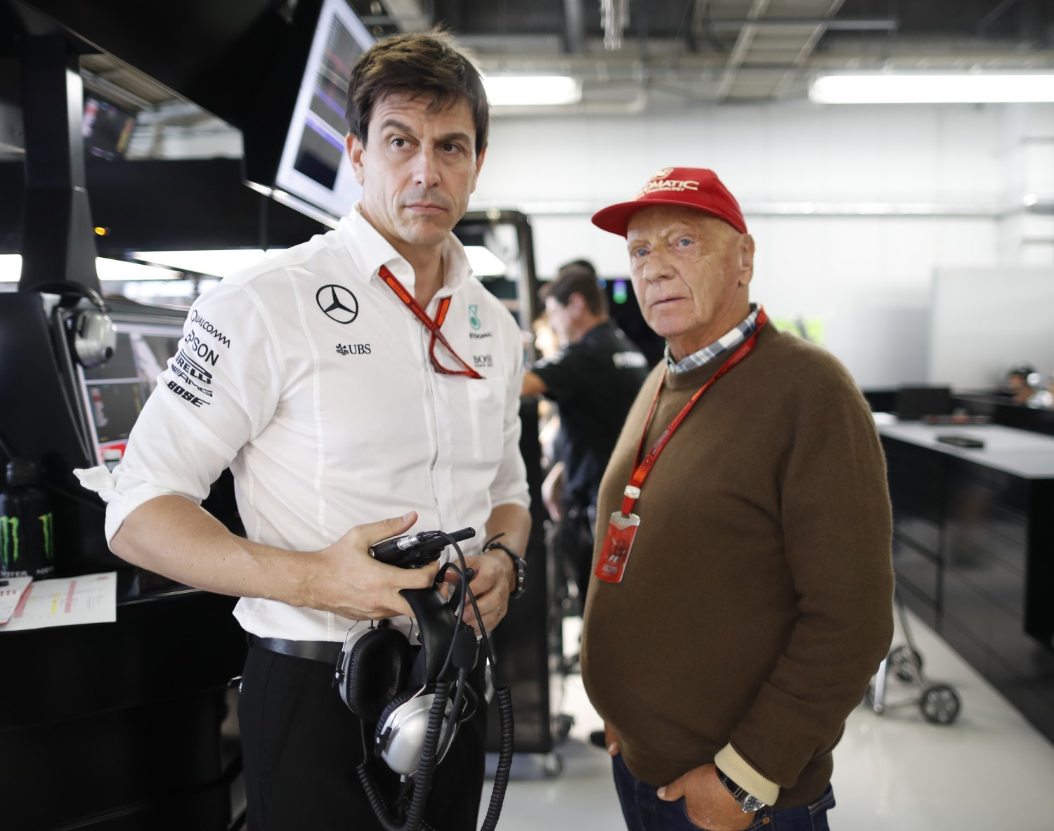 Wolff and Lauda wondering about the Ferrari