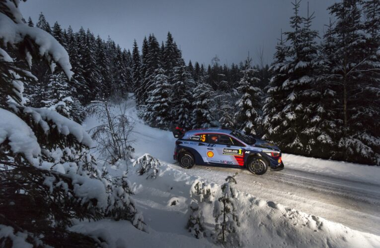 Hyundai Motorsport sets Sweden pace as Neuville dominates Friday