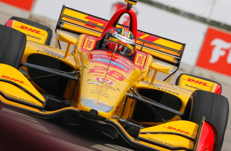 Hunter-Reay charges to win in Detroit GP Race 2
