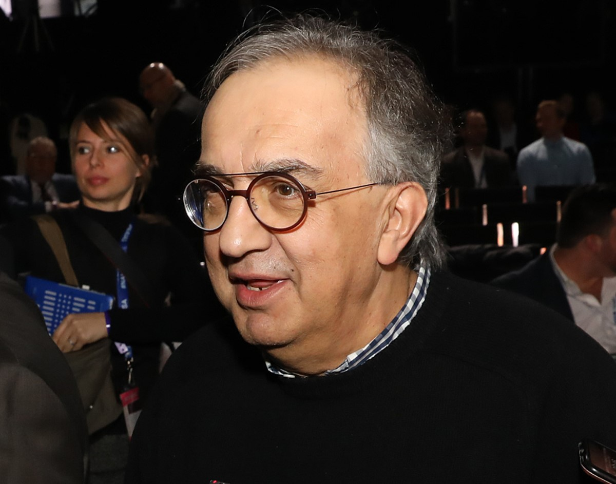 Marchionne ready to move Ferrari to IndyCar, where with half their F1 budget they could field a 10-car team