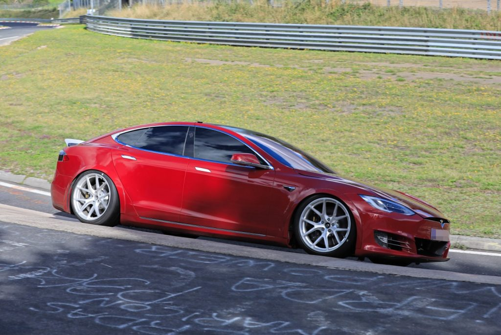 Will the new Plaid powertain of the Tesla Model S destroy the best Porsche has to offer?