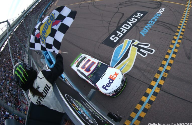 Phoenix Raceway to allow limited number of fans for NASCAR Championship weekend