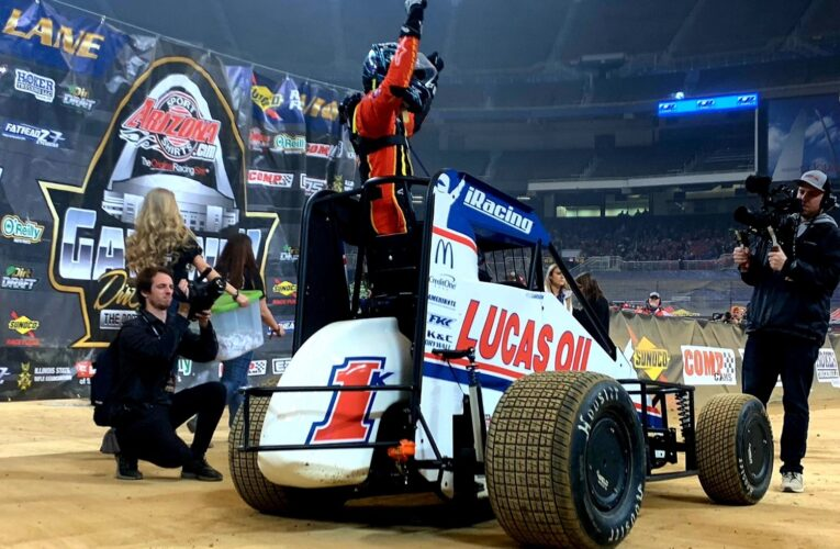 Kyle Larson roars to big win in Gateway Dirt Nationals finals