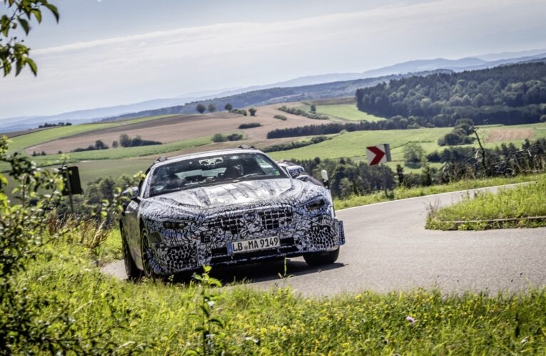 Spy photos of the new Mercedes SL Roadster test mule