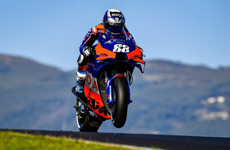 Oliveira wins Portugal's maiden MotoGP pole