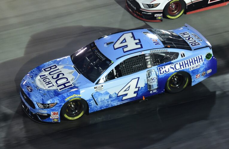 Harvick holds off Busch at Bristol