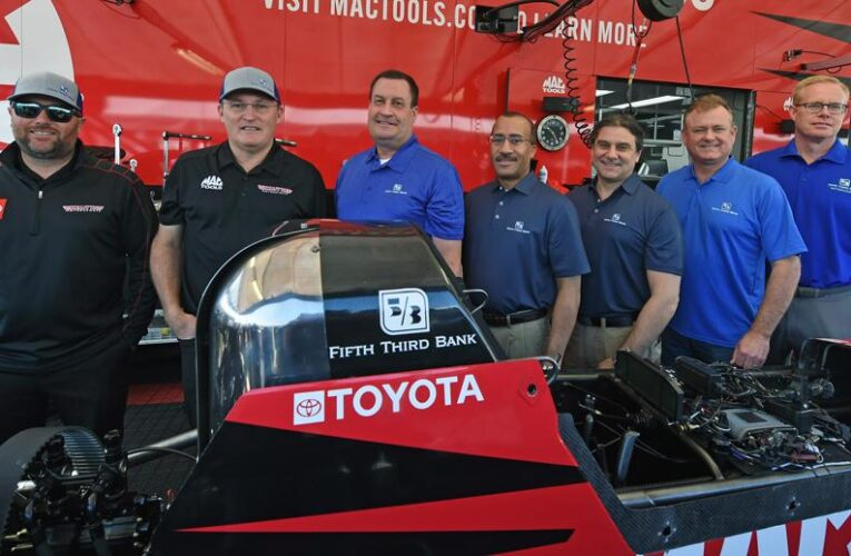 Fifth Third Bank signs multi-year sponsorship agreement with Kalitta Motorsports