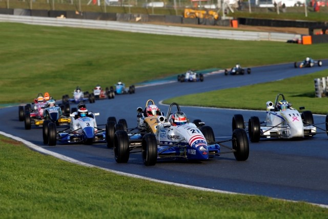Top-Five for Aron, Top-10 for Lee in Dramatic Formula Ford Festival
