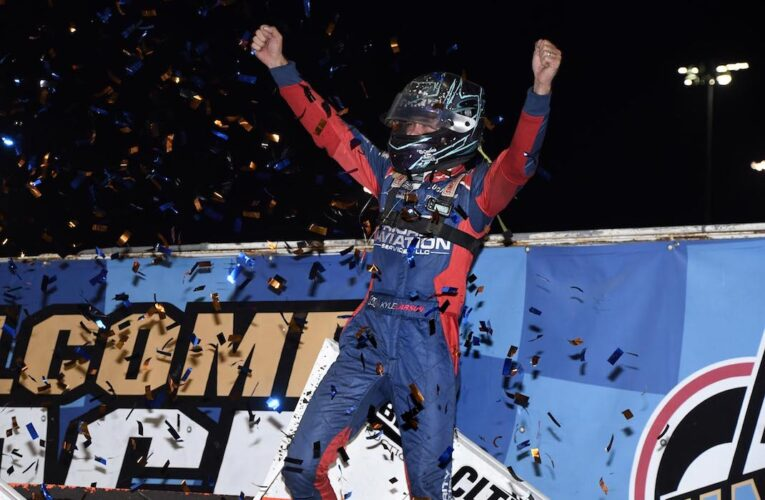 Larson Earns $50,000 World of Outlaws Check at Knoxville