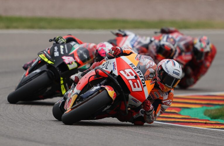 MotoGP: Marquez racing with only 1.5 arms