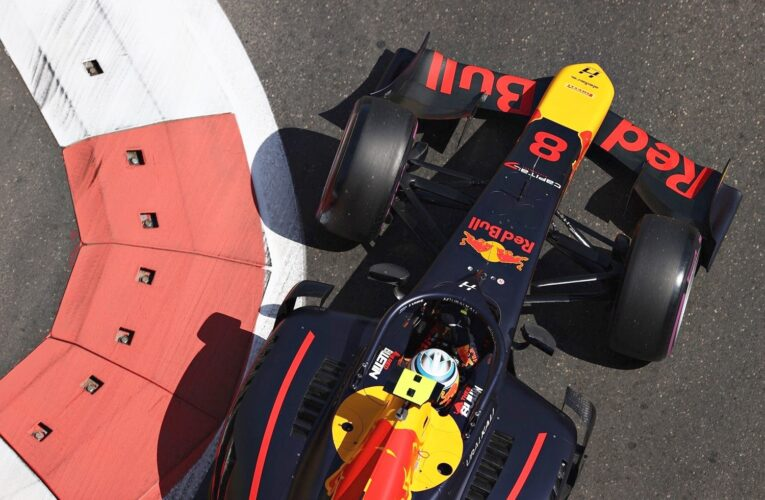 F2: Vips beats Beckmann to first win in chaotic race at Baku