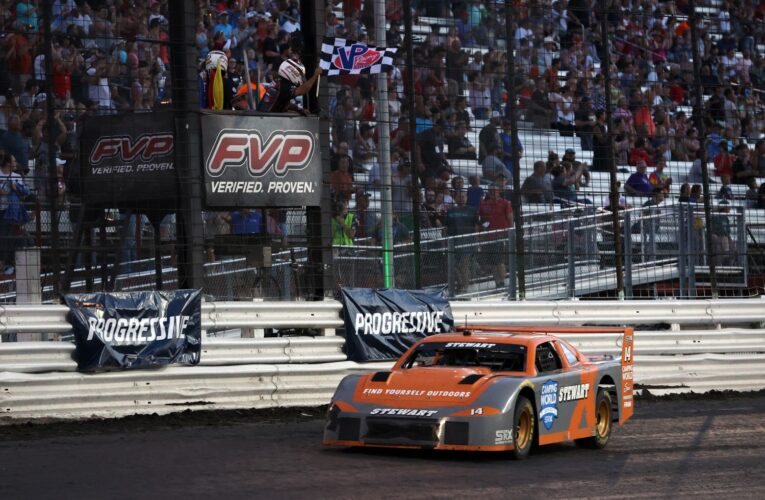 Stewart Secures SRX Win at Knoxville