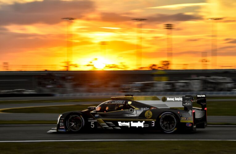 Rolex 24 Hour 6: Bourdais leads in the #5 Cadillac at 1/4-mark