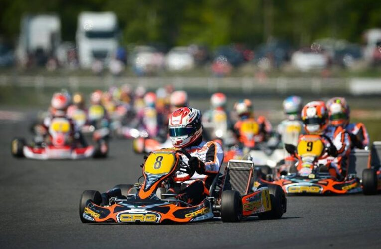 Video: Leaders all wipe out in Karting race